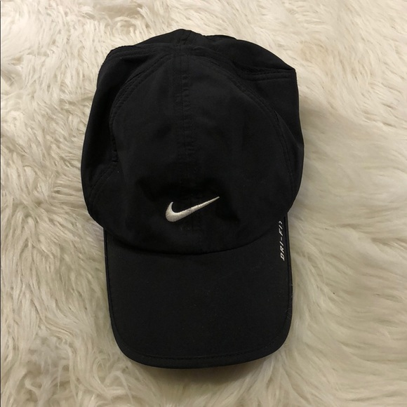 Nike featherlight dri fit hat. M 5a55ad0eb7f72b22c1088890 16d3320a529
